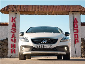Volvo V40 Cross Country 2013 вид спереди