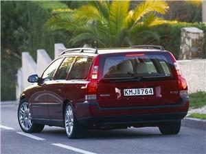 Volvo V70 2001 это хорошо узнаваемый универсал в стиле машин шведского концерна
