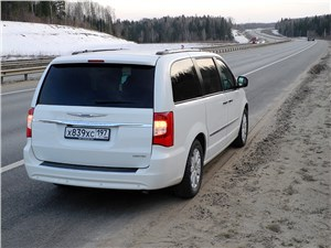 Chrysler Grand Voyager 2012 вид сзади