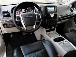 Chrysler Grand Voyager 2012 водительское место