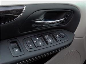 Chrysler Grand Voyager 2012 Пульт на водительской двери