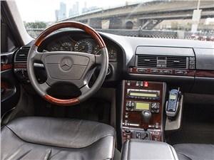 Немецкий триумвират (Audi A8, BMW 7-Series, Mercedes-Benz S-Klasse) S-Class - Mercedes-Benz S-Klasse 1997 водительское место