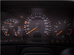 Mercedes-Benz S-Klasse 1997 приборная панель