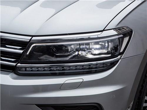 Volkswagen Tiguan 2017 передняя фара
