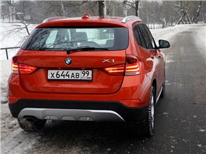 BMW X1 2012 вид сзади