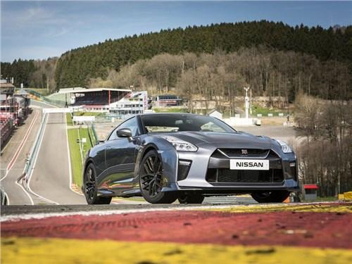 Nissan начал принимать предзаказы на обновленный спорткар GT-R