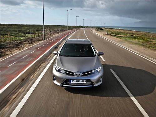 Toyota отзывает пять хэтчбеков Auris в России