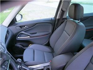 Opel Zafira Tourer 2012 сиденья водителя и переднего пассажира