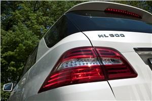 Предпросмотр mercedes-benz ml 500 2012 имеет спойлер на двери багажника