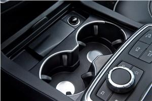 Предпросмотр mercedes-benz m-klasse 2012 подстаканники между передними креслами