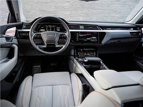 Audi показала интерьер электрического кроссовера
