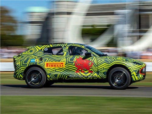 Названа дата начала производства первого кроссовера Aston Martin