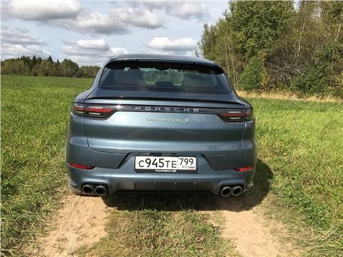 Предпросмотр porsche cayenne turbo s e-hybrid coupe 2020 вид сзади