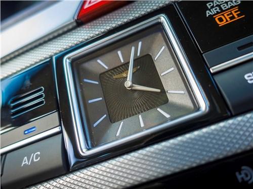 Genesis G80 2018 часы