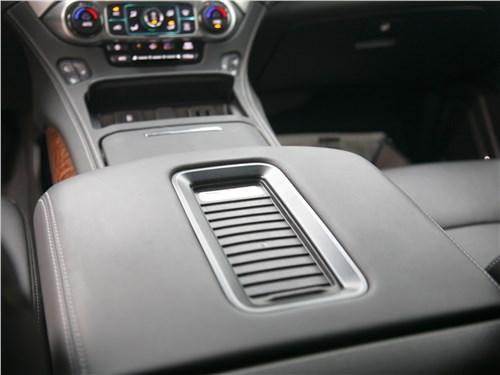 Chevrolet Tahoe 2018 беспроводная зарядка