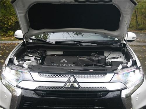 Mitsubishi Outlander 2019 моторный отсек