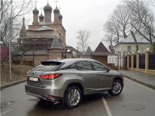 Lexus RX 350 2020 вид сзади