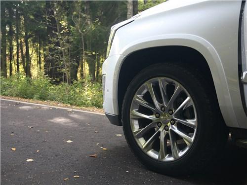 Cadillac Escalade 2015 переднее колесо