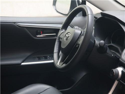 Toyota RAV4 2019 руль