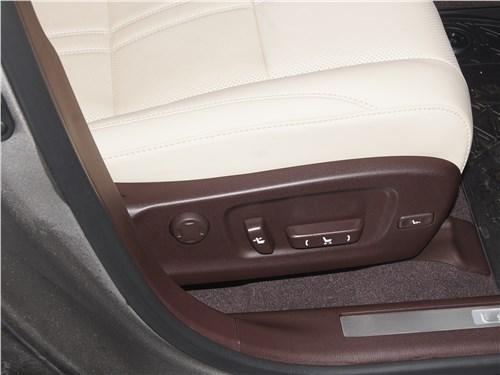Lexus RX 350 2020 переднее кресло