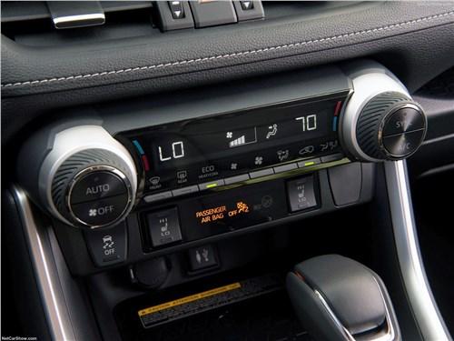 Toyota RAV4 2019 центральная консоль