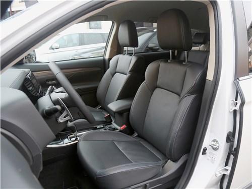 Mitsubishi Outlander 2019 передние кресла