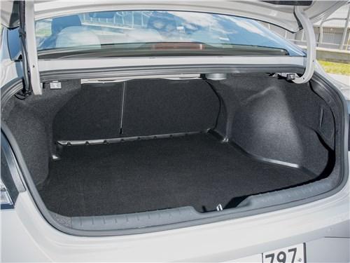 Hyundai Elantra (2021) багажное отделенине