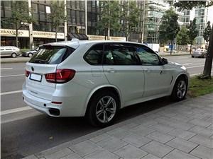 Против правил X5 M - BMW X5 M50d 2013 вид сбоку