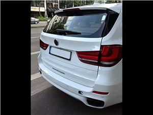 Против правил X5 M - BMW X5 M50d 2013 вид сзади