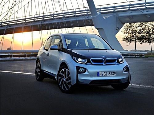 Новость про BMW i3 - BMW пополнила свою российскую линейку электрическим i3