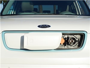 Kia Soul EV 2015 вид спереди розетка