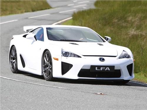 Lexus не может распродать суперкары LFA