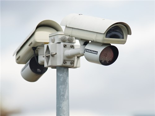В Москве появилась новая камера, фиксирующая попытки автомобилистов выехать на тротуар