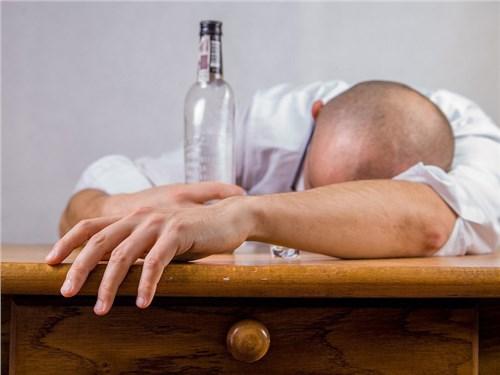Автомобилистов, лишенных прав за пьянку, могут принудить к лечению у нарколога
