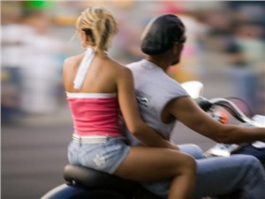 За езду без мотошлема и ремня безопасности увеличат штрафы