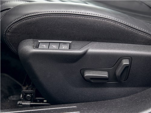 Peugeot 2008 (2020) переднее кресло