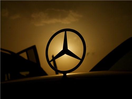 Новость про Mercedes-Benz - Daimler все еще раздумывает о перспективах организации локального производства в РФ