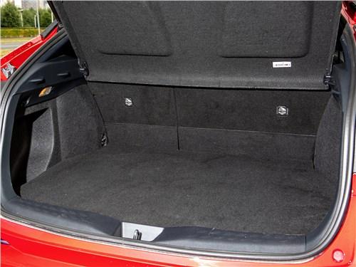 Toyota C-HR (2020) багажное отделение