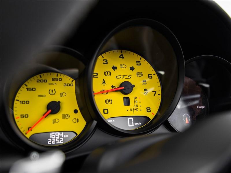 Porsche 718 Boxster 2017 приборная панель