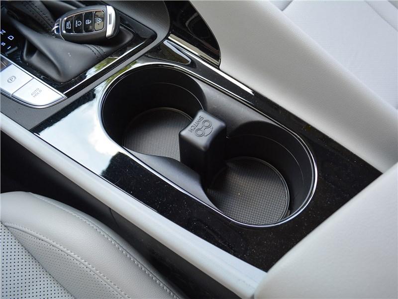 Hyundai Elantra (2021) подстаканники