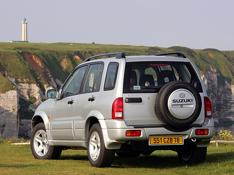 Suzuki Grand Vitara 5d 2004 вид сзади слева