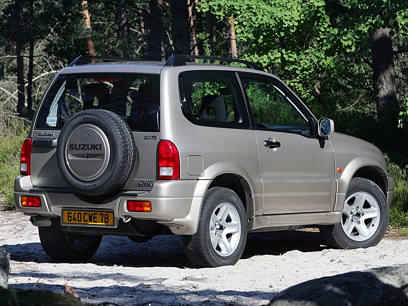 Suzuki Grand Vitara 3d 2004 вид сзади справа