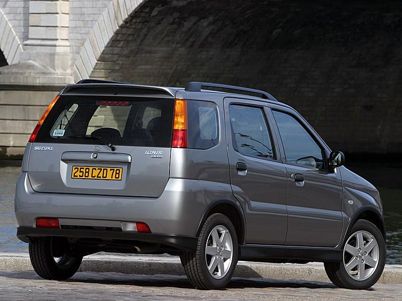 Suzuki Ignis 2004 вид сзади справа