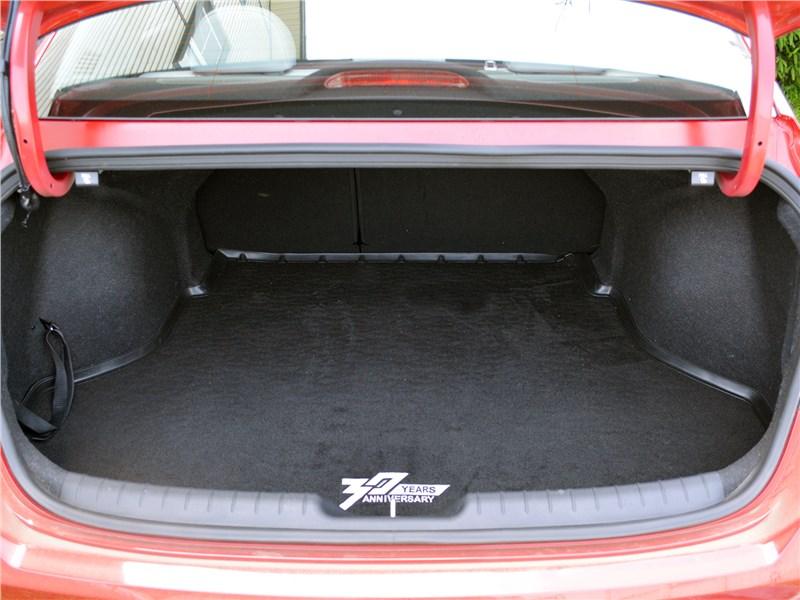 Hyundai Elantra (2021) багажное отделение