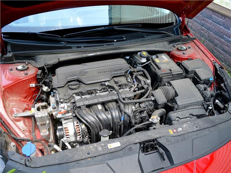 Hyundai Elantra (2021) моторный отсек