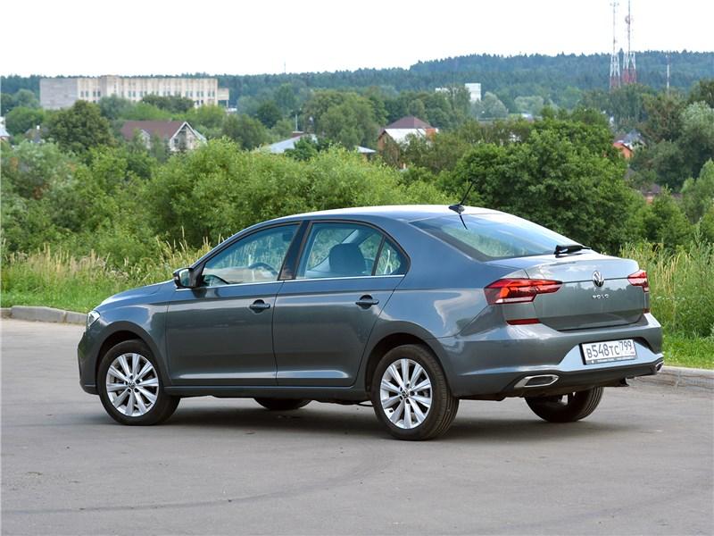 Volkswagen Polo (2020) вид сбоку сзади