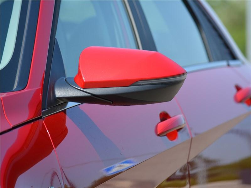 Hyundai Elantra (2021) боковое зеркало