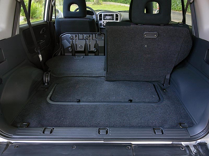 Suzuki Grand Vitara 5d 2004 багажник