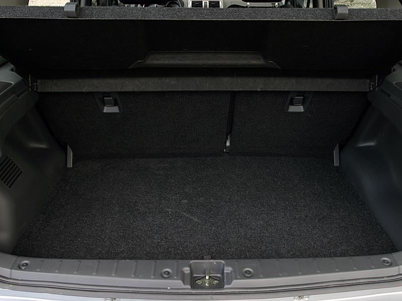 Suzuki Ignis 2004 багажник