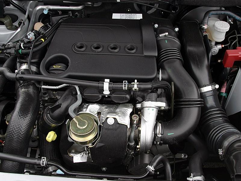 Suzuki Liana 2004 моторный отсек